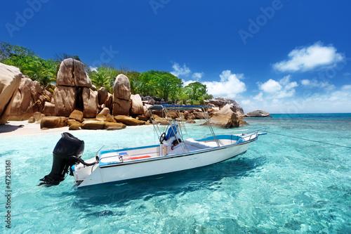 Obrazy na płótnie Canvas speed boat on the beach of Coco Island, Seychelles