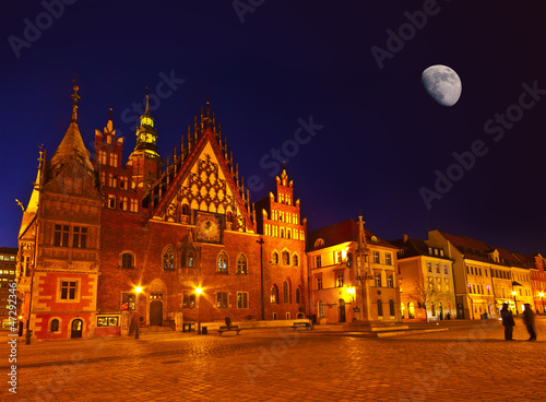 Fotobehang Volle maan Market square and Town Hall at night. Wroclaw, Poland