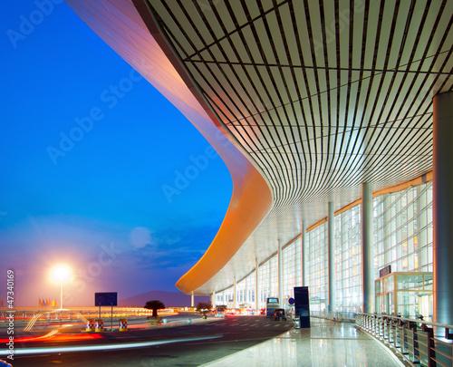 Poster Aeroport Modern architecture at night