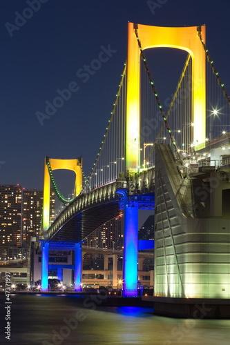 teczy-most-od-odaiba-tokio-japonia