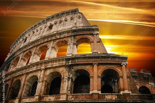 Photo  Roman colosseum at sunrise