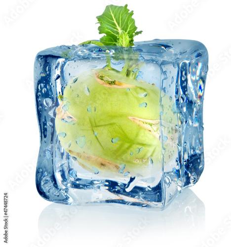 Staande foto In het ijs Ice cube and kohlrabi