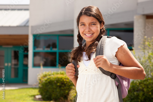 Photo  Cute Hispanic Teen Girl Student Ready for School