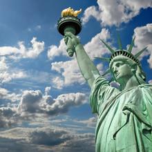 Statue De La Liberté Carré, Ciel Et Nuages - New York, USA