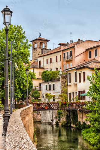 Photo View of old houses and their reflection in a water canal Padua