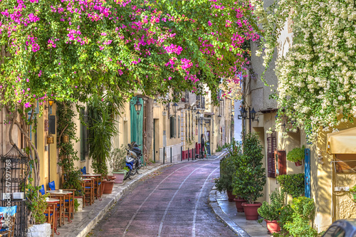 In de dag Athene Traditional houses in Plaka area under Acropolis ,Athens,Greece