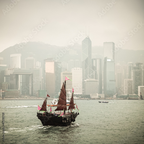 Fotografija  chinese traditional wooden sailboat sailing