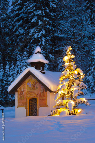 Leinwand Poster chistmas chapel and tree