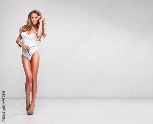 Cuadros en Lienzo Sexy woman wearing white swimsuit