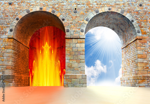Fotografia Two gates to heaven and hell. Choice concept.