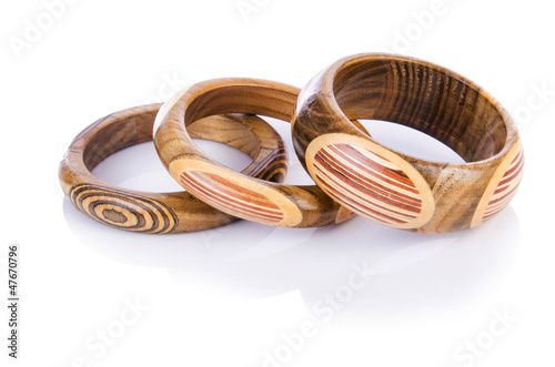 Obraz na płótnie Wooden bracelet isolated on the white