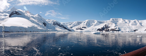 Photo Stands Antarctic Paradise bay in Antarctica