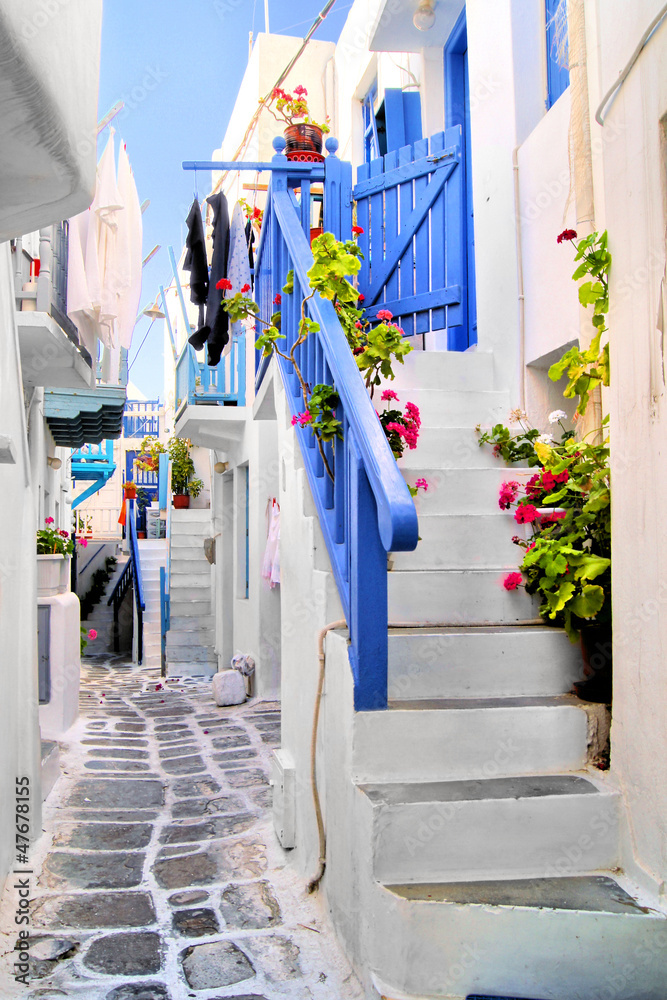 Fototapety, obrazy: Beautiful whitewashed street in the old town of Mykonos, Greece
