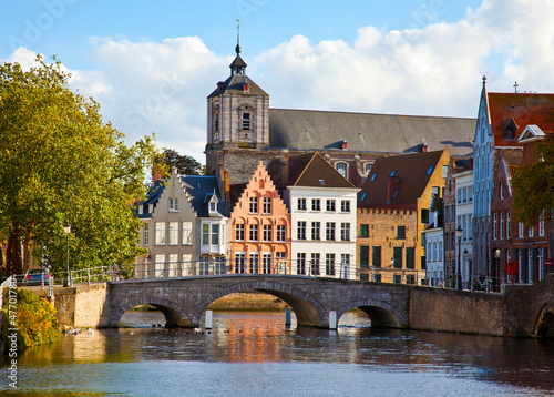 Cadres-photo bureau Bruges Old colorful buildings behind the bringe in sunny autumn day in