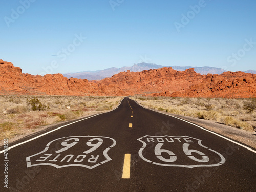 Foto auf AluDibond Route 66 Route 66 Pavement Sign with Red Rock Mountains