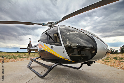 Photo  Moderner Hubschrauber EC 130 in Einsatzbereitschaft