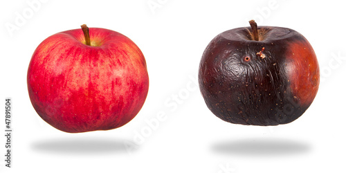 Valokuva  Red and rotten apples isolated