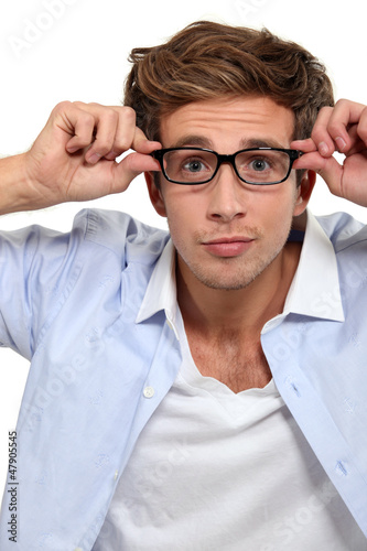 Photo Bleary eyed man in glasses
