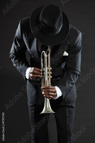Tablou Canvas Black american jazz trumpet player. Vintage. Studio shot.