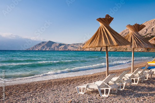 Foto-Leinwand - Sunshade and deck chair on beach at Baska in Krk - Croatia (von Pablo Debat)
