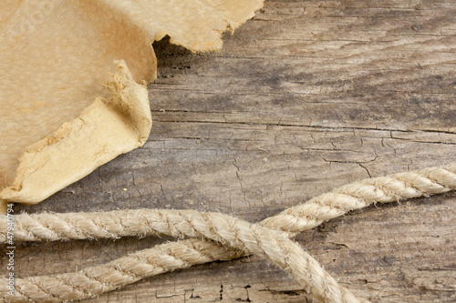 Keuken foto achterwand Schip Leather And Vintage Rope On Wooden Table