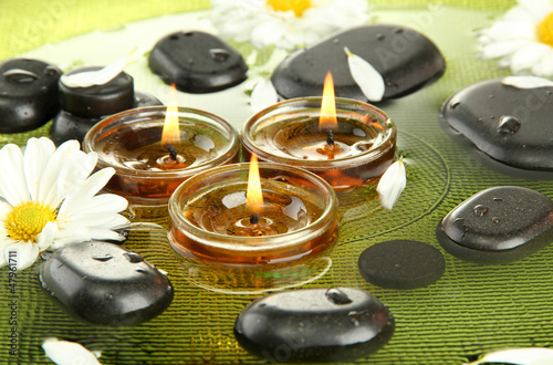 Foto-Vorhang - spa stones with flowers and candles in water on plate (von Africa Studio)