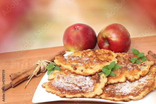 nalesniki-z-jablkami-i-cynamonem