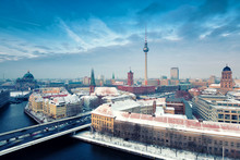 Berlin Skyline Winter City Pan...