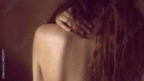 kobieta młoda modelka dziewczyna portret delikatny - fototapety na wymiar