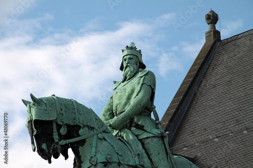 Reiterstatue Barbarossas vor der Kaiserpfalz in Goslar Canvas Print