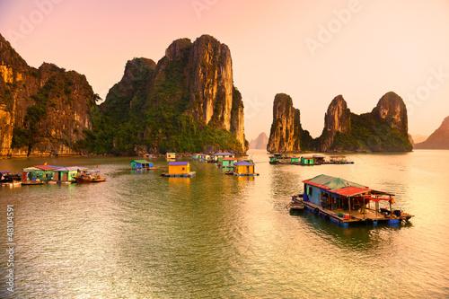 Foto-Leinwand - Halong Bay, Vietnam. Unesco World Heritage Site.