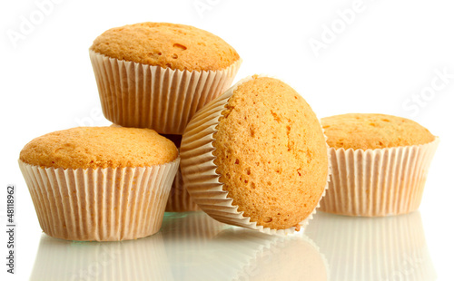 Fotografia tasty muffin cakes, isolated on white