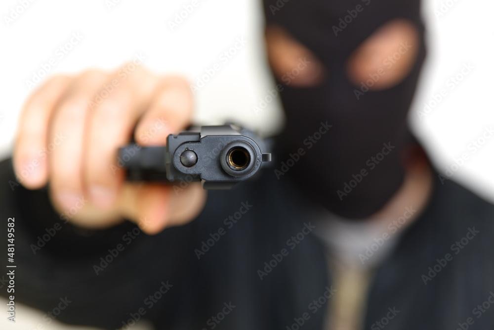 Fototapeta 銃を持った覆面の強盗犯