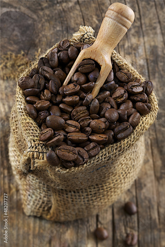 Acrylic Prints Coffee bar Grains de café dans un Sac en toile