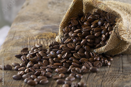 Printed kitchen splashbacks Coffee beans Grains de café renversés