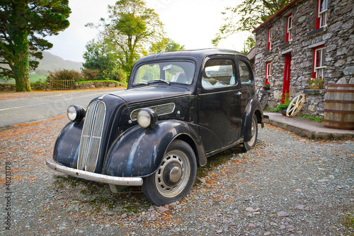 Deurstickers Oude auto s Vintage car on the front of Irish cottage house