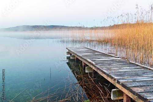 irlandzkie-jezioro-przed-wschodem-slonca