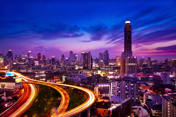 Obraz na Plexi Miasta Traffic in modern city at night, Bangkok Thailand