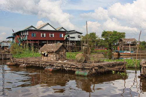 Abri de peche à Kampong Phluk, village flottant Wallpaper Mural