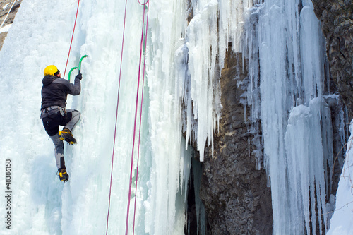 Poster Alpinisme Ice climbing the waterfall.