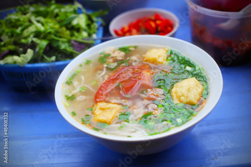 Photo  Vegetarian Soup with fried tofu, tomato and scallion