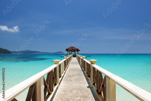Tuinposter Pier Beautiful beach