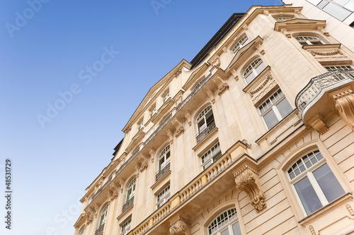haus altbau in frankfurt wohnung mit balkon kaufen. Black Bedroom Furniture Sets. Home Design Ideas