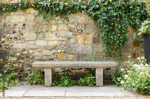 Foto op Canvas Tuin Bench in formal garden