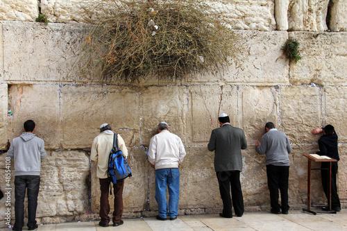Fotobehang Midden Oosten Jewish worshipers pray at the Wailing Wall. Jerusalem, Israel.
