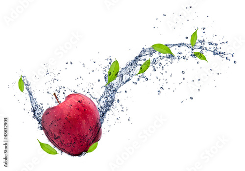 Poster Eclaboussures d eau Red apple in water splash, isolated on white background