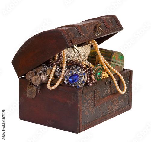 Fotografie, Obraz  treasure chest  over white background
