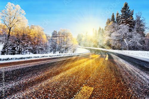 zimowa-droga-w-sloncu