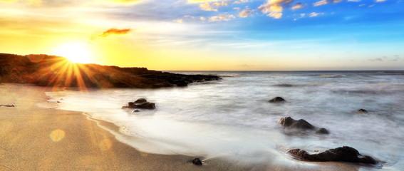 Obraz na PlexiCrépuscule sur la plage de Cap Champagne, La Réunion.