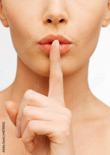 Fotografie, Obraz  woman making a hush gesture
